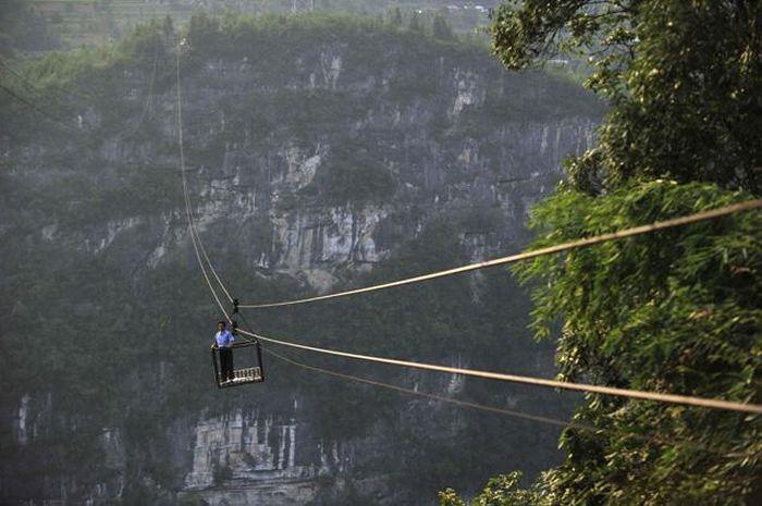 Breathtaking Rope Bridge (8 pics)