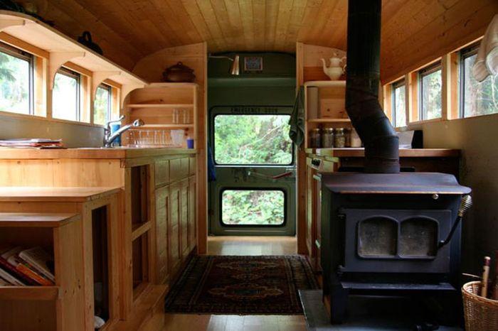 Bus House (8 pics)