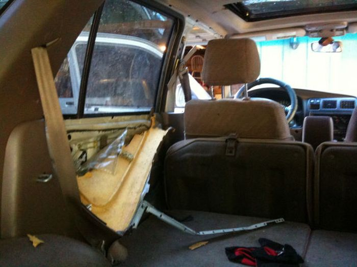 Be Careful What You Leave in Your Car (7 pics)