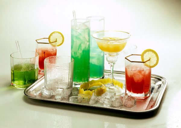 The Ultimate Guide to Cocktail Making (1 pic)