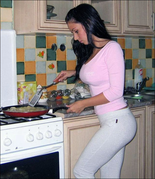 Hot Kitchen Girls (43 pics)