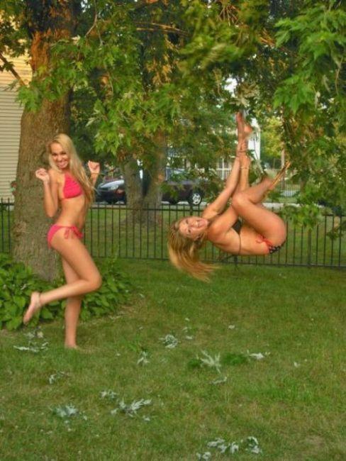 Girls in Bikinis (53 pics)