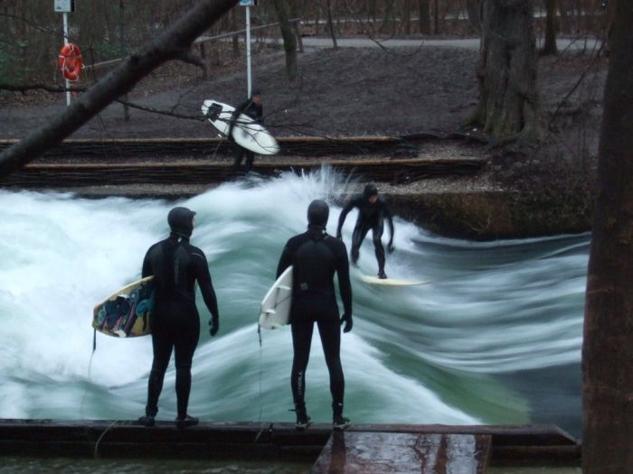 Street Surfers in Munich (3 pics)