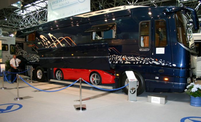 Awesome Camper Van (9 pics)