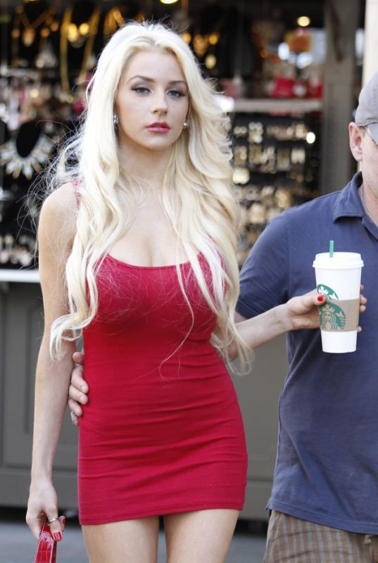 Doug Hutchison and Courtney Stodden (6 pics)