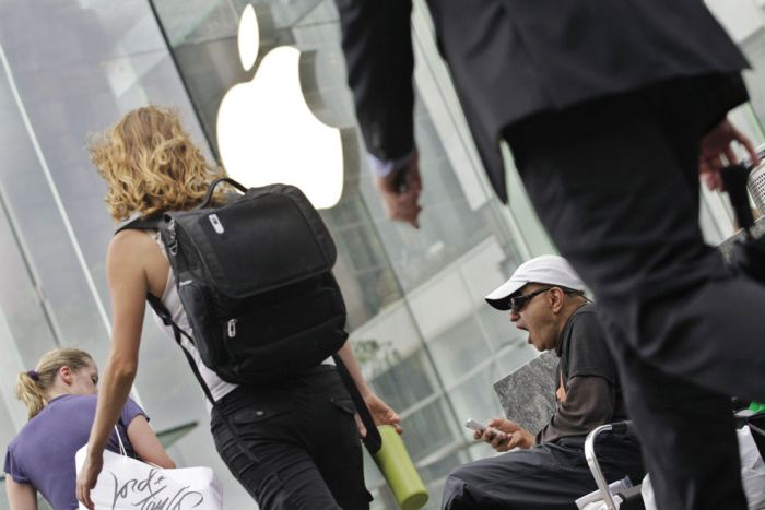 The World Goes Crazy About iPhone 5 (37 pics)