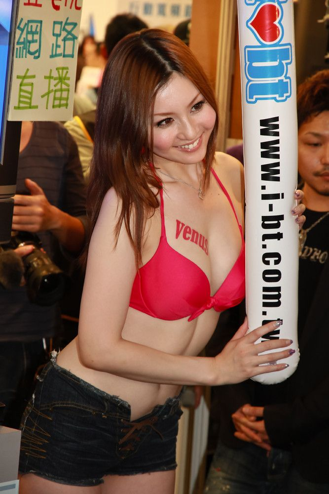 Hot Models in Taipei (93 pics)