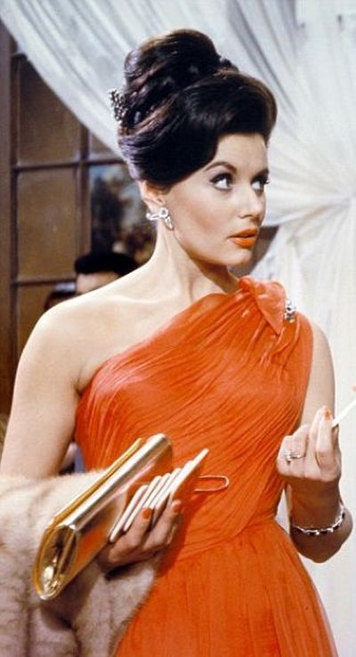 Bond Girls Then and Now (9 pics)