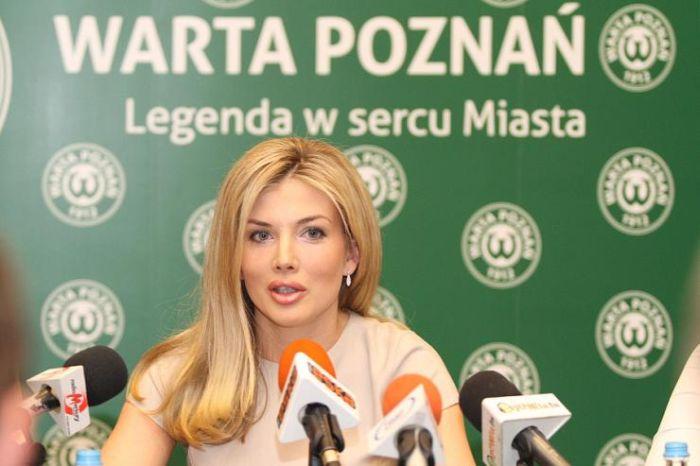 http://cdn.acidcow.com/pics/20120925/izabella_03.jpg