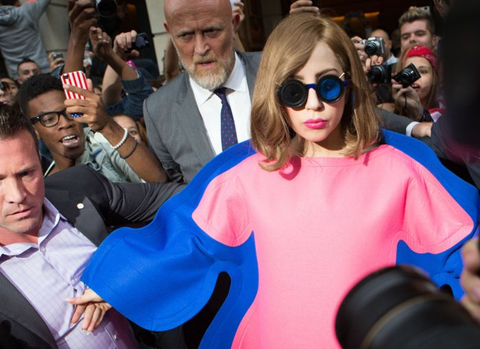 Lady Gaga's Weird Dress (4 pics)