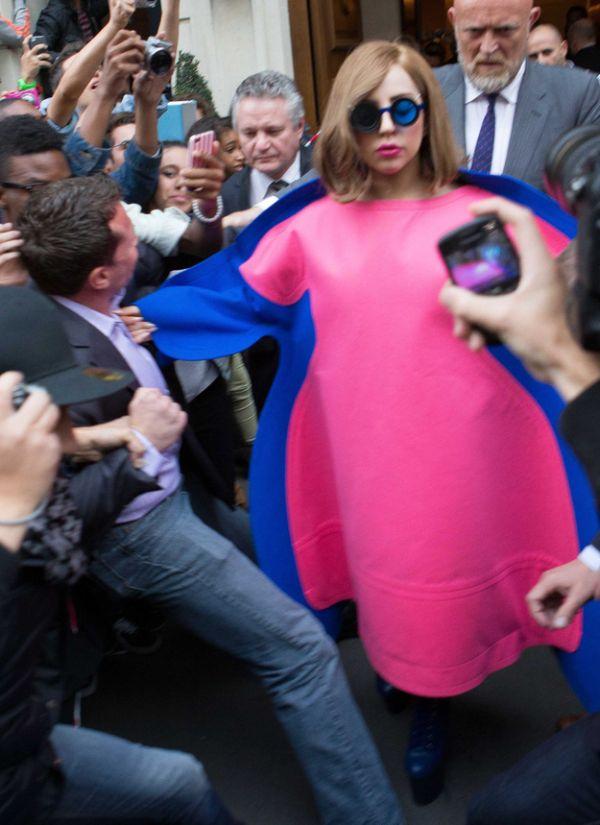 Lady Gaga's Weird Dress (4 pics)