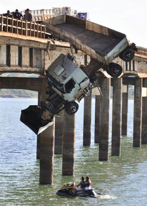 Lucky Driver Survives a Horrible Crash (9 pics + 1 video)
