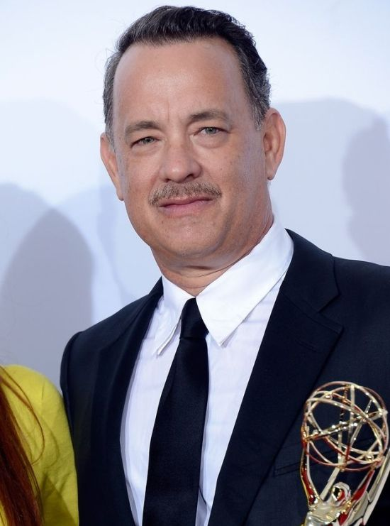 Tom Hanks Uses Emmy as Hood Ornament (3 pics)
