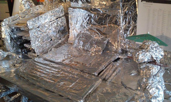 Classic Aluminum Foil Desk Wrap Prank (8 pics)