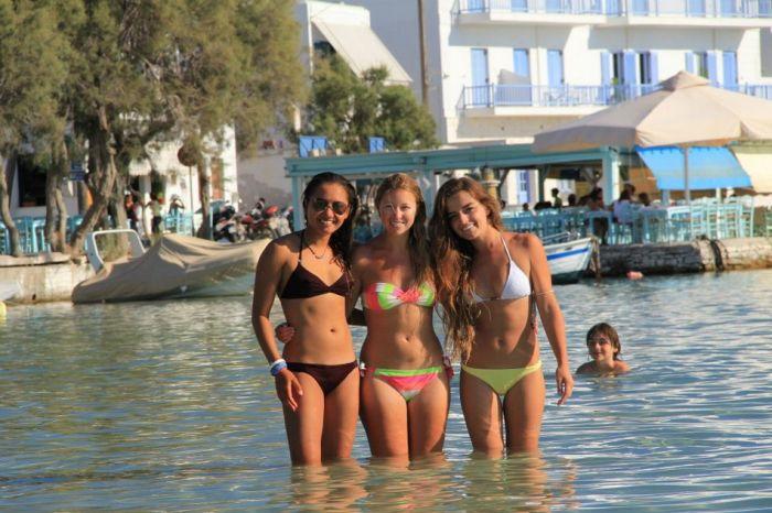 Girls on the Beach (45 pics)