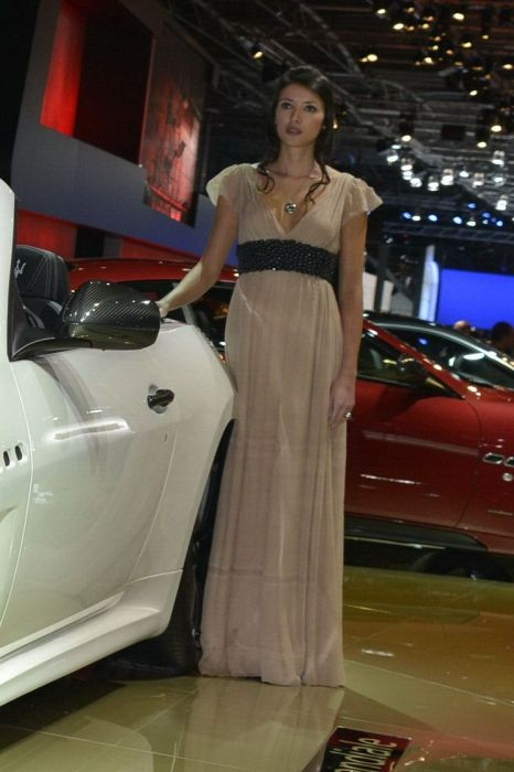 Girls of Paris Motor Show 2012 (101 pics)