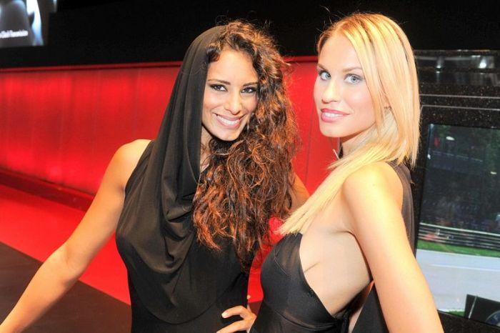 Girls of Paris Motor Show 2012 (101 pics)