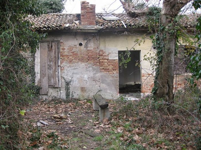 The Island of Poveglia (27 pics)
