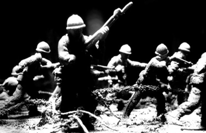 World War I Trench Scene with Toy Soldiers (13 pics)
