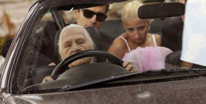Cool Granny (6 pics)