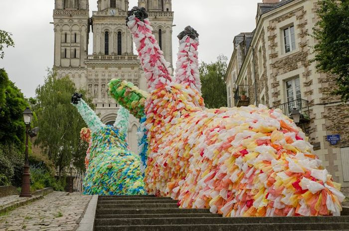 The Giant Slugs of City of Angers, France (15 pics)