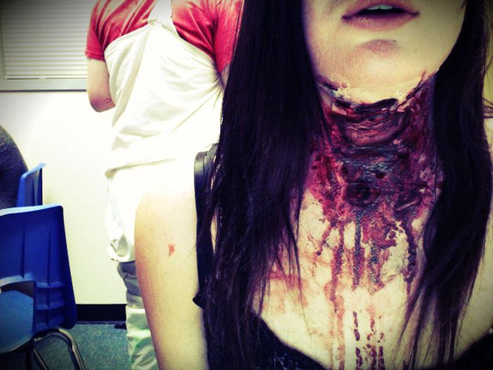 Scary and Realistic Halloween Costume (5 pics)