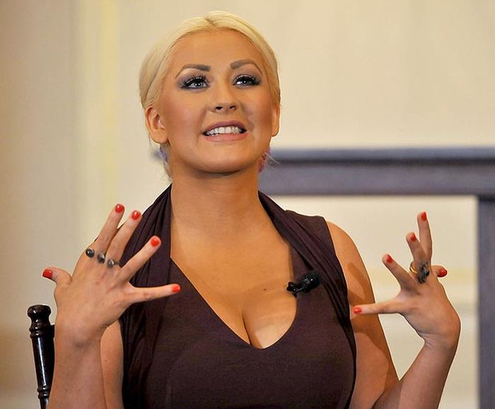 Christina Aguilera Meets Hillary Clinton (5 pics)