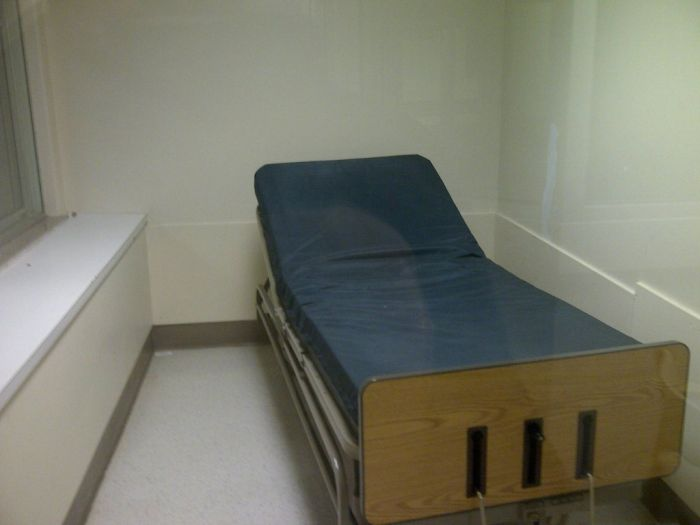 Abandoned Psychiatric Hospital (51 pics)