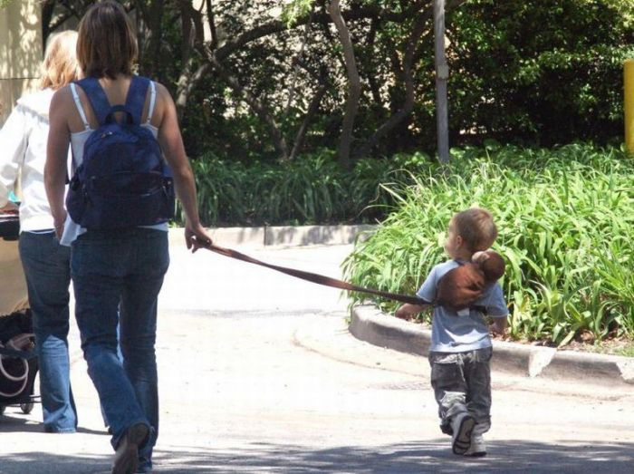 Kids on Leashes (35 pics)