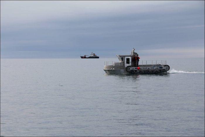 Amphibious Ship (6 pics)
