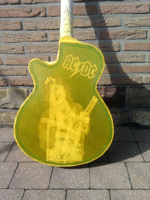 Awesome Guitar Custom Paint Jobs (18 pics)