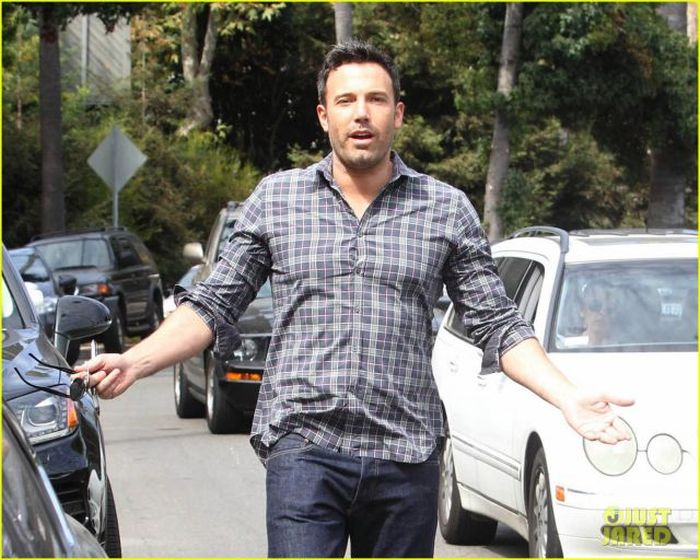 Good Guy Ben Affleck (12 pics)