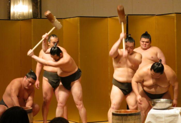 Sumo Wrestlers (41 pics)