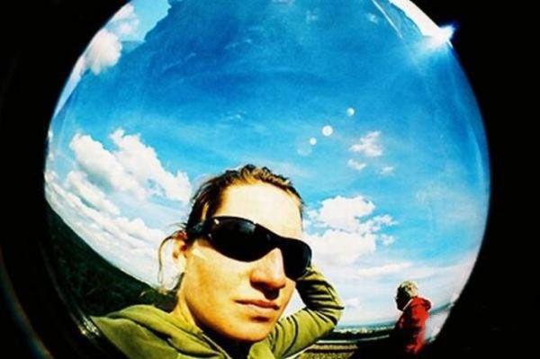 Camera with a Peephole (7 pics)