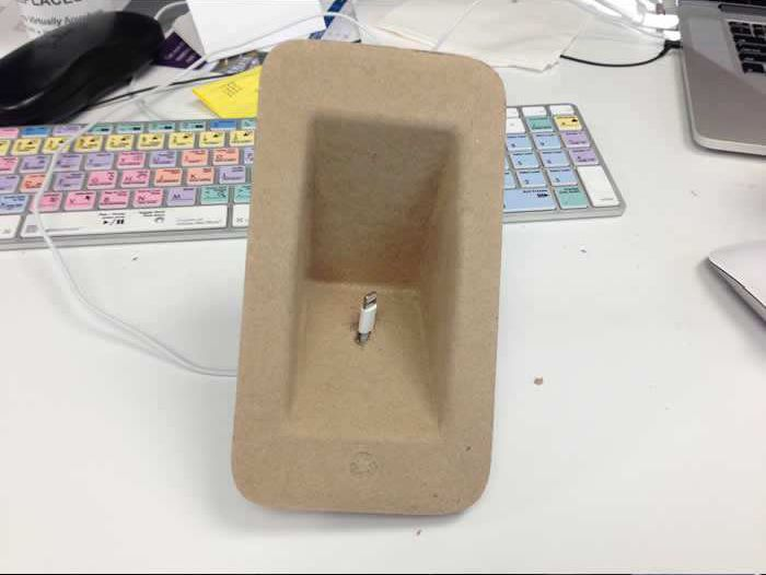 DIY iPhone 5 Dock (7 pics)
