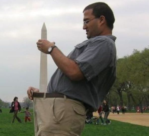 Tourists Love the Washington Monument (23 pics)