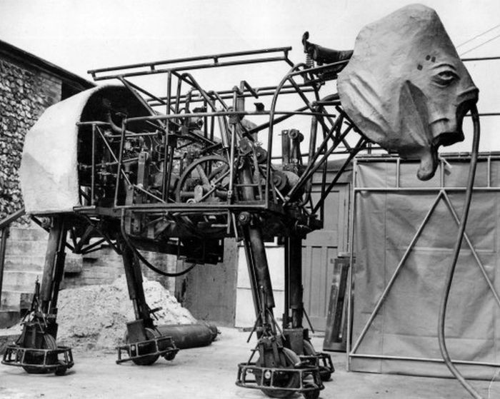 Robot Elephant, 1950 (8 pics)