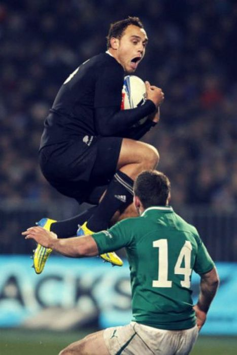 Perfectly Timed Sports Photos (47 pics)
