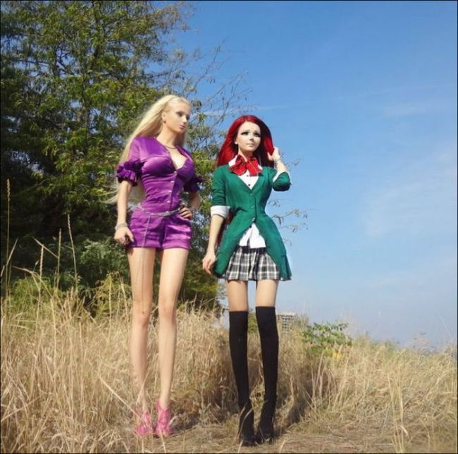 Human Dolls Appear Together (11 pics)