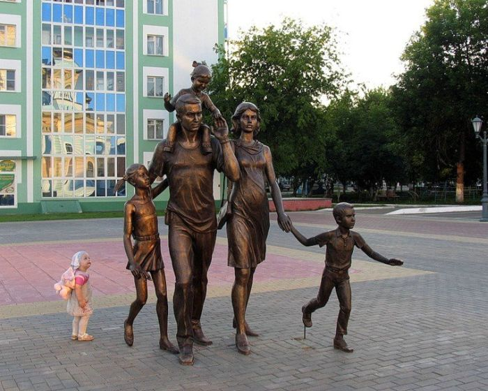 Strange Statues Around The World (99 pics)