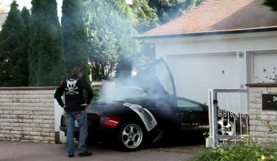 Stupid Guy Burns Down The Engine of a New Lamborghini