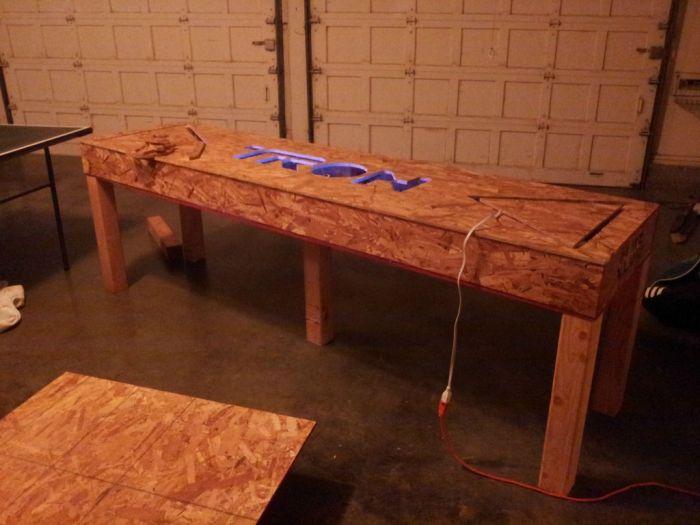 Tron Beer Pong Table (25 pics)
