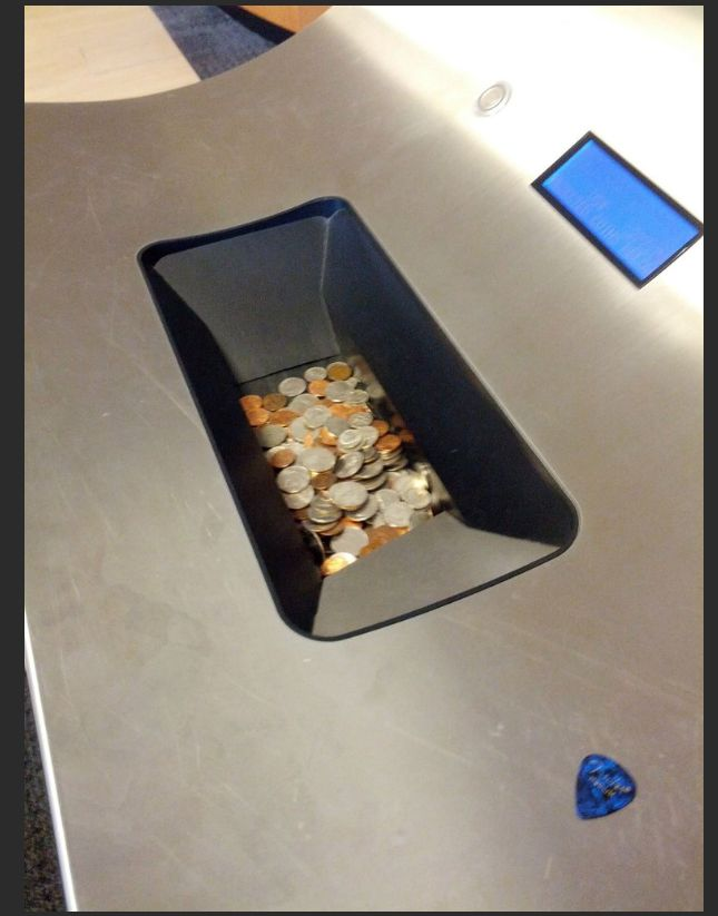 Cashing 172.8 lbs (78.4 kg) of Change (6 pics)