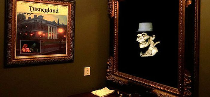 Disneyland Haunted Mansion Replica on Sale (15 pics)