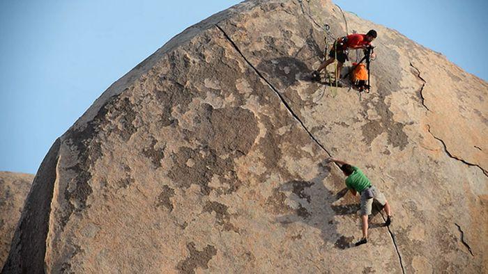 How the Rock Climbing Photos Are Made (10 pics)