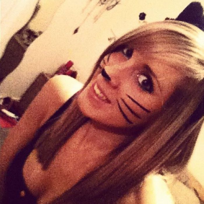 College Girls Wearing Sexy Costumes (47 pics)
