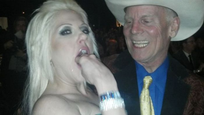 How to Impress a Rich Cowboy (3 pics)
