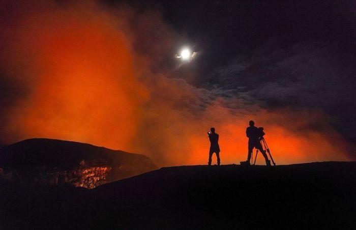 Man in Volcano (8 pics)