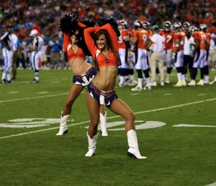 Denver Broncos Cheerleaders (73 pics)