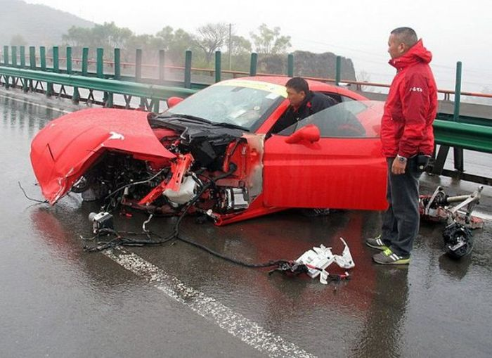 Multiple Ferrari Crash (6 pics)